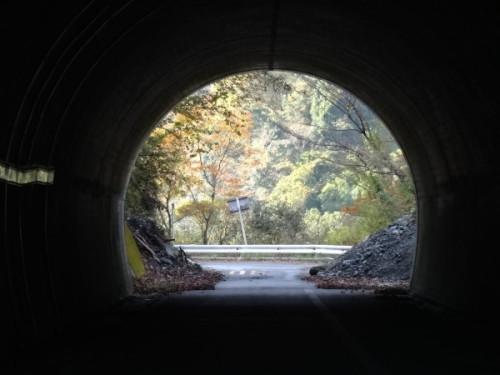 通行止めのトンネル